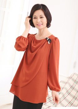 <b><font color=black>Brooch turtle blouse</font></b> <br> -BL30902-